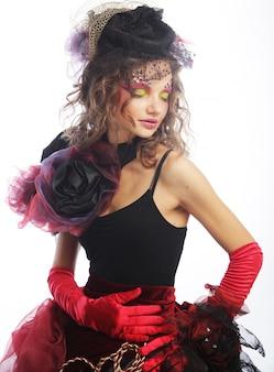 Mode shot van vrouw in pop-stijl. creatieve make-up. fantasie dr
