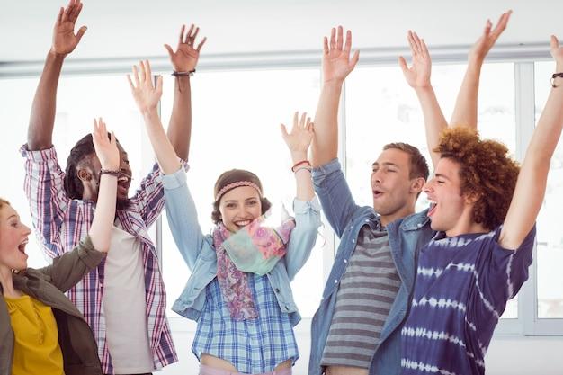 Mode studenten juichen samen