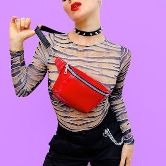 Mode swag luxe model. stijlvolle accessoires. koppeling en choker