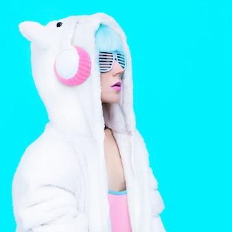 Mode teddy jong meisje met oorbeschermers