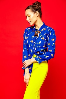 Mode vrouw in casual zomer kleding