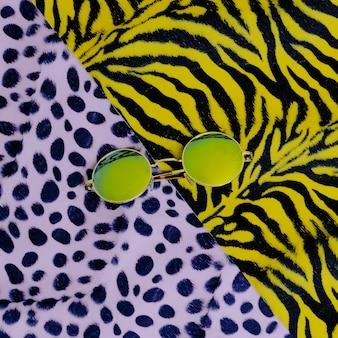Mode zonnebril. trendy dierenpatroon. safari-stijl