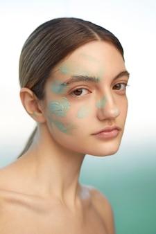 Model poseren zelfzorg concept close-up