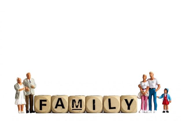 Model speelgoed oude man, man vrouw en meisje zijn familie, isoleren familie figuur voor gebruikt bij mensen