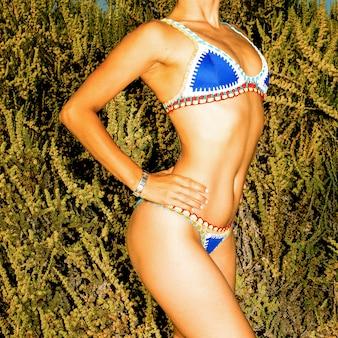 Model strand stijl. gebruind lichaam. bikinimode
