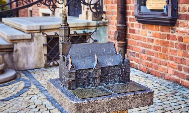 Model van het oude stadhuis op het marktplein in wroclaw, polen