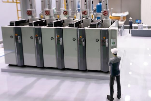 Model van moderne industriële ketelruimte met bedieningspaneel van de compressorapparatuur in de fabriek (de ketel voor milieubelastingreductie die koolstofarm is geëvolueerd om de samenleving te realiseren)