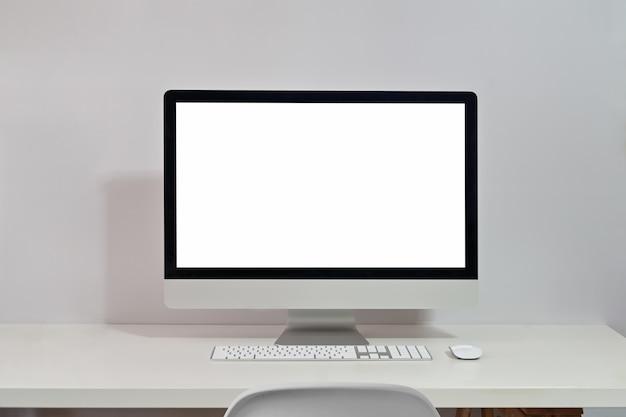Modellaptop op het bureau van de werkruimtetafel