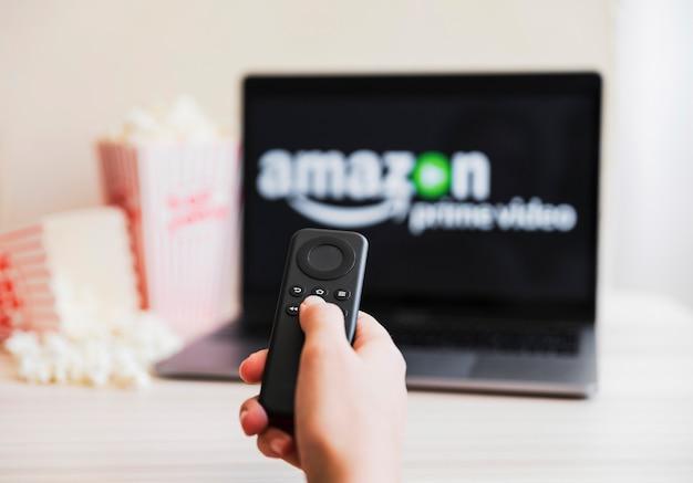Modern apparaat met amazon prime video-app