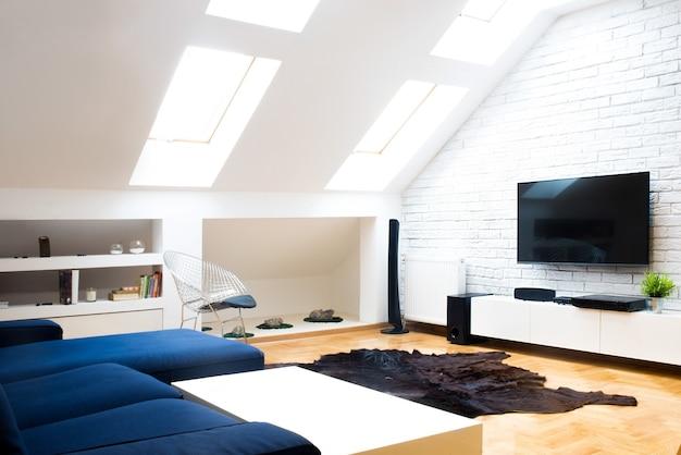 Modern appartement met thuisbioscoop