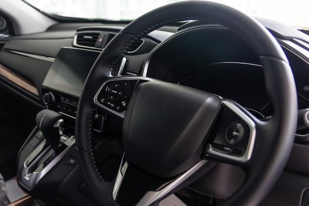 Modern auto-interieur (ondiepe dof - selectieve aandacht, kleur getinte afbeelding)