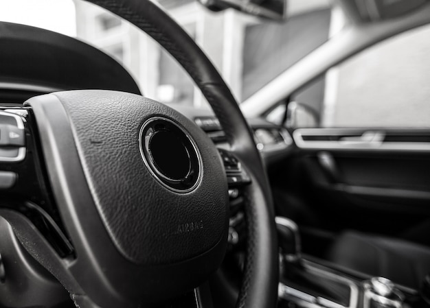 Modern auto verlicht dashboard en stuurwiel