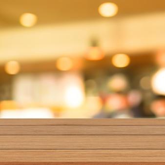 Modern bruin houten tafelblad met vage restaurantachtergrond