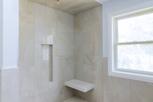 Modern design badkamer interieur een open in douche in het nieuwe huis