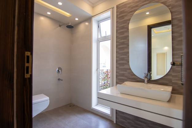 Modern design badkamer