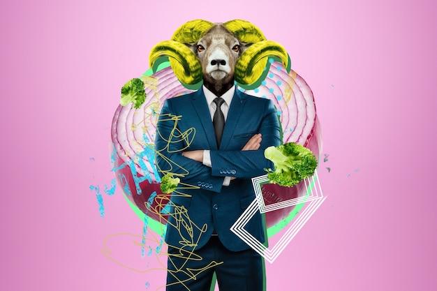 Modern design, een menselijk lichaam in een pak met het hoofd van een gehoornde geit, baas. felle trendy kleuren, schokkende kunst, stijl voor een tijdschrift, modieus webdesign. kopieer de ruimte.