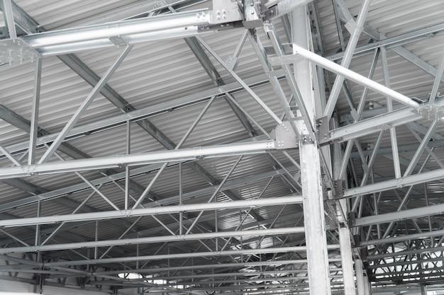 Modern gebouw dak bouw stedelijke achtergrond metalen lijnen bouwen