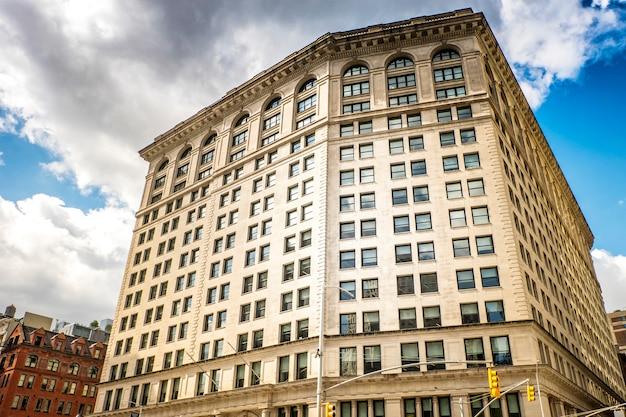 Modern gebouw in new york, verenigde staten
