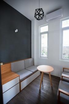 Modern grijs ontwerp van kleine kamer
