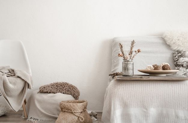 Modern interieur met huisartikelen