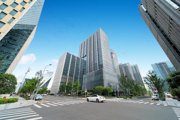 Modern kantoorgebouw in een grote stad