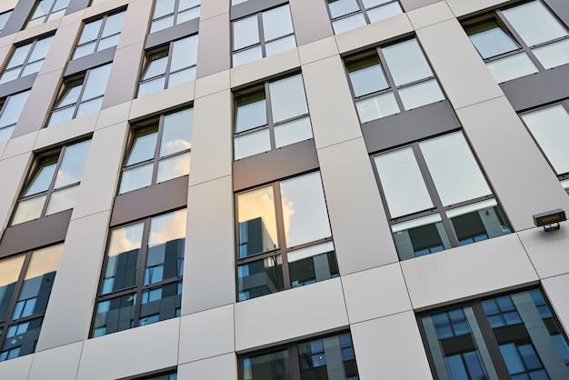 Modern kantoorgebouw met ramen