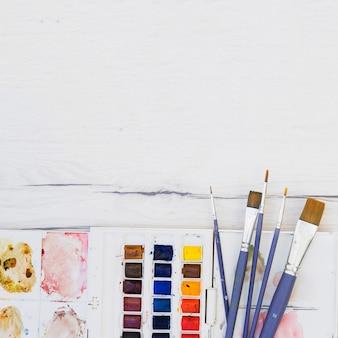 Modern kunstenaarsconcept met professionele elementen
