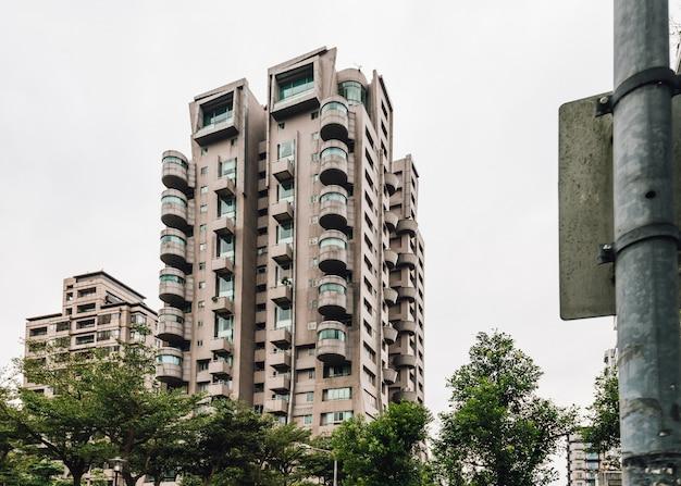 Modern leven, futuristische architectuur, onroerend goed in de buurt van xiangshan in taipei, taiwan.