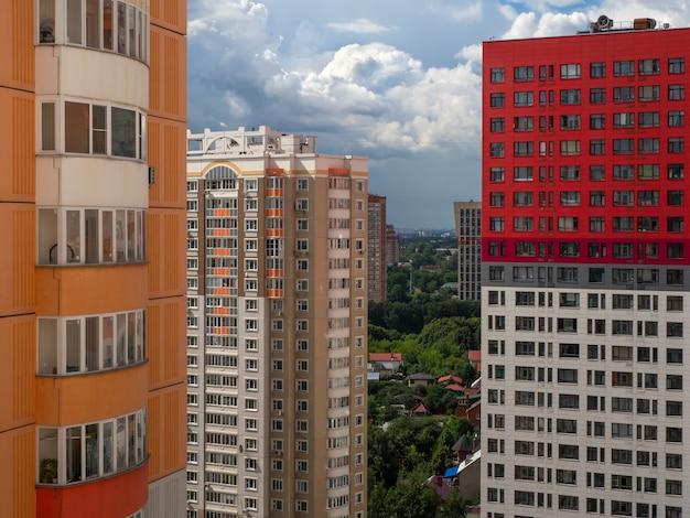 Modern wooncomplex voor gezinnen, luchtfoto.