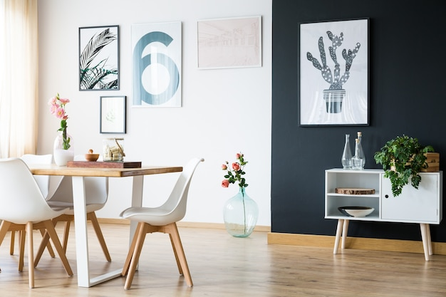 Modern zwart-wit licht huisinterieur