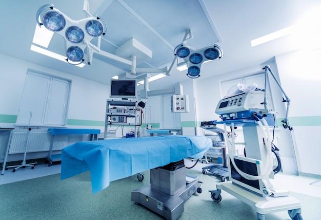 Moderne apparatuur in de operatiekamer. medische apparaten voor neurochirurgie.
