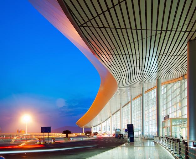 Moderne architectuur 's nachts
