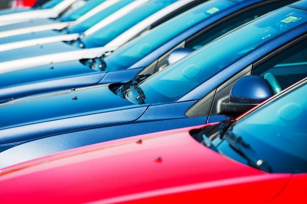 Moderne auto's op voorraad