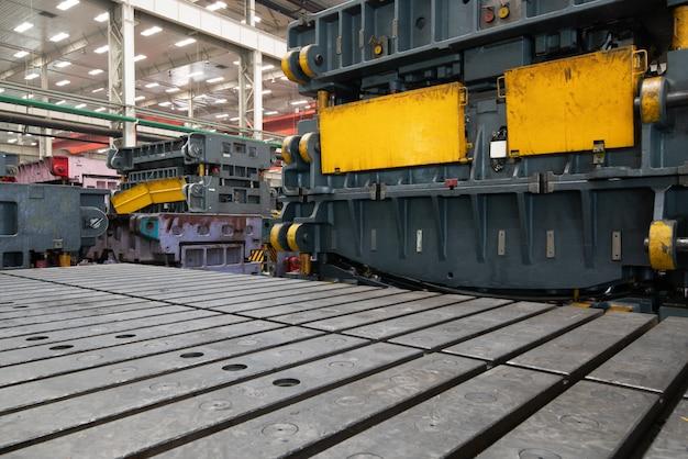 Moderne autofabriek, vorm en materiaalopslagpakhuis.