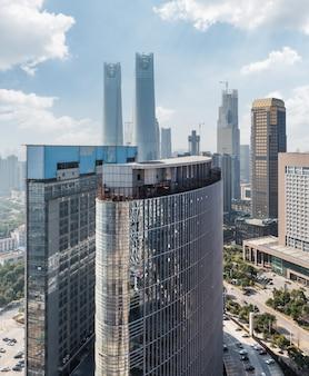 Moderne bedrijfsgebouwen in de financiële wijk