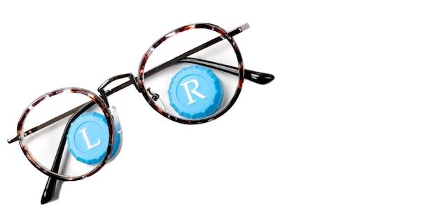 Moderne brillen met contactlenzen