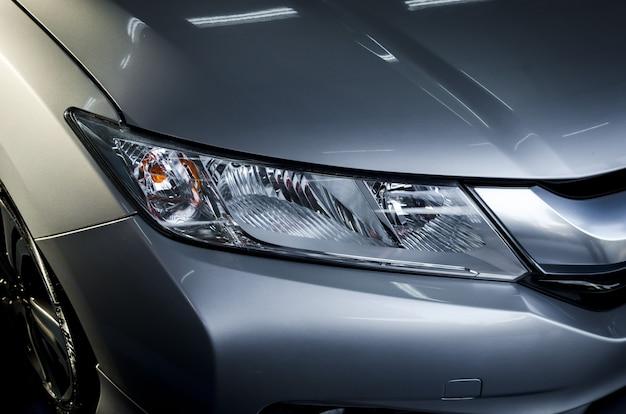 Moderne details met autokoplampen led