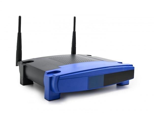 Moderne draadloze internet-router die op witte achtergrond wordt geïsoleerd