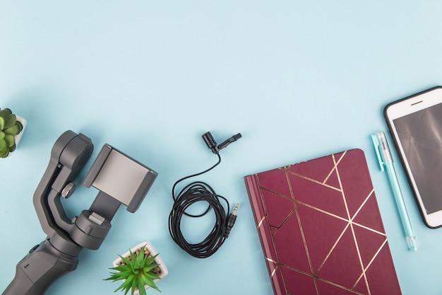 Moderne eenvoudige reeks apparatuur voor video-opnamen op een smartphone
