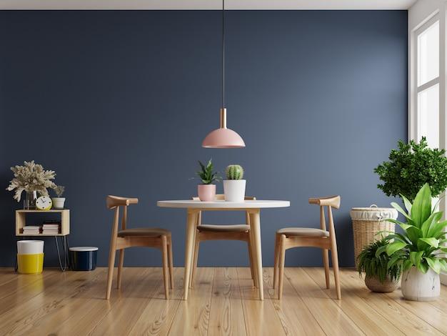 Moderne eetkamer interieur met donkerblauwe muur. 3d-rendering