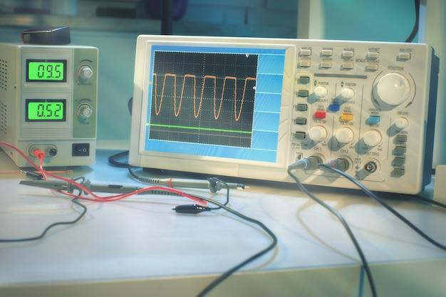 Moderne elektronische apparatuur in computer servicecentrum