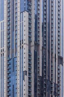 Moderne gebouwen in dubai marina. in de stad met een kunstmatige kanaallengte van 3 kilometer langs de perzische golf.