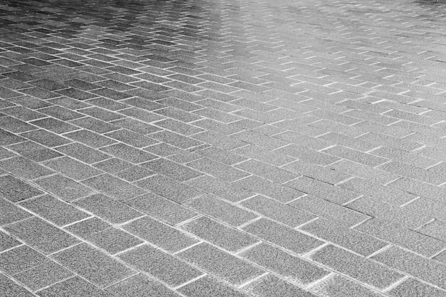 Moderne gevormde het bedekken tegels, achtergrond van de de baksteenvloer van het cement - zwart-wit