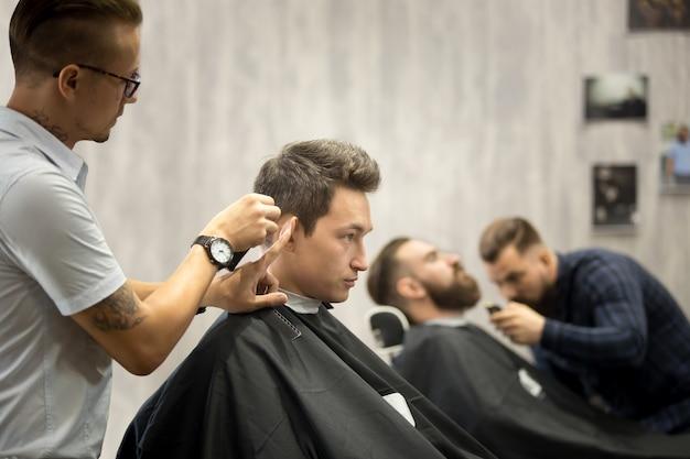 Moderne haarsalon voor mannen