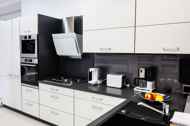 Moderne hi-tek keuken, strak interieur