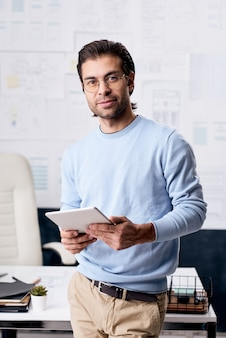 Moderne jonge zakenman portret