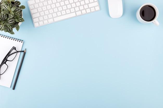 Moderne kantoor blauwe werkruimte