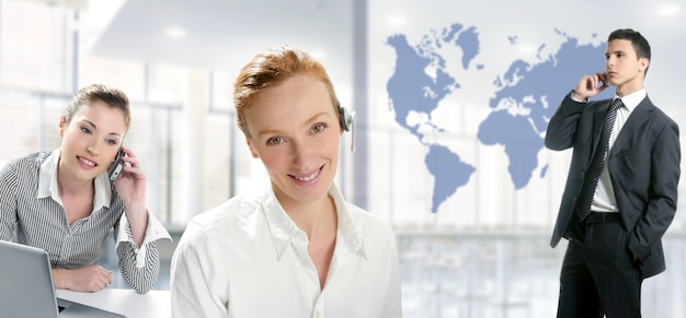 Moderne kantoor mooie vrouwen, knappe zakenman