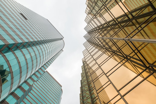 Moderne kantoorgebouwen in het centrum