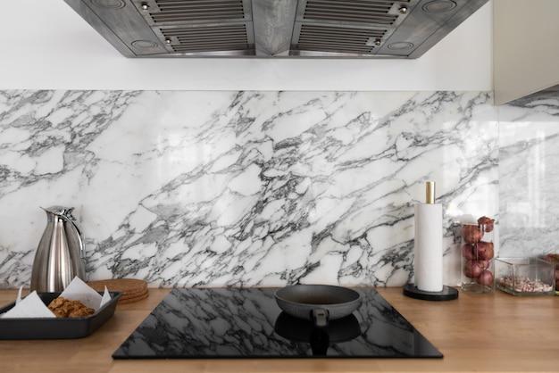 Moderne keuken interieur met keukenapparatuur